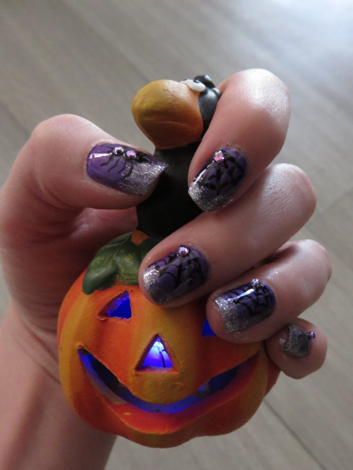 nail art violet halloween