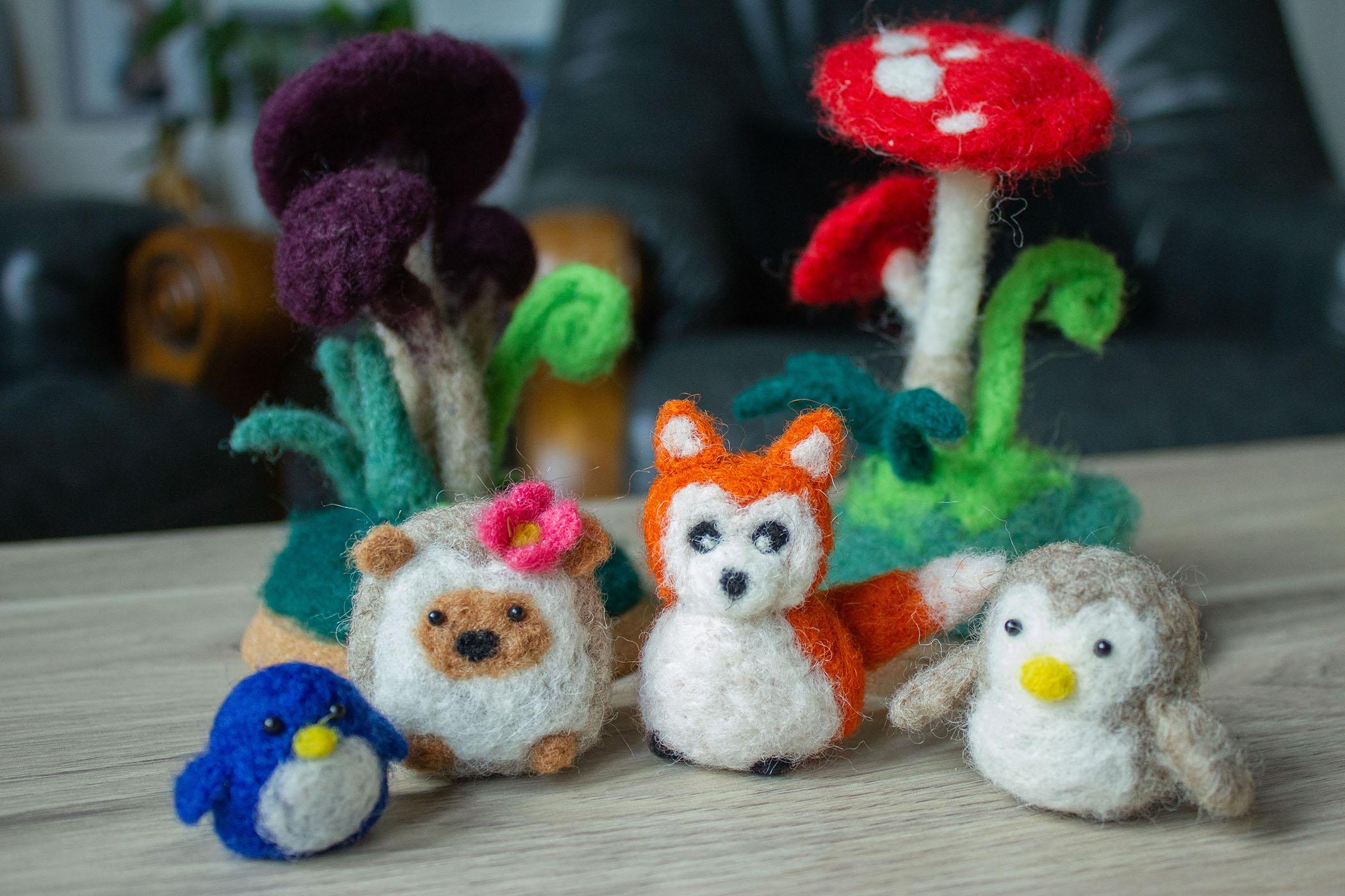 fées champignon hérisson et animaux mignons en laine