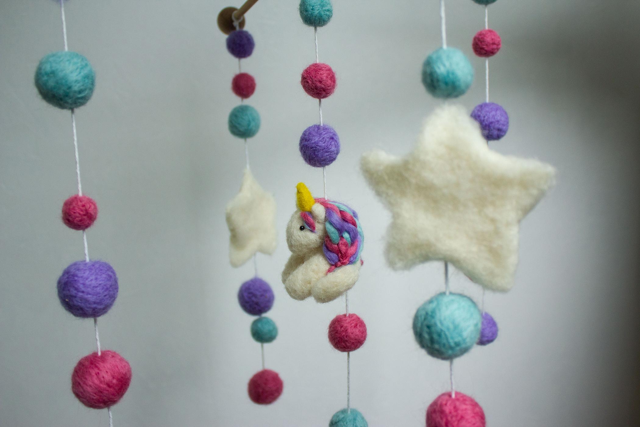 fées licorne mobile chambre d'enfant pastel